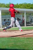 Bastão de balanço do jogador de beisebol americano Fotos de Stock