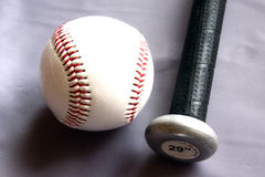 Bastão de beisebol e esfera Foto de Stock