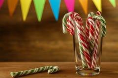Bastão de doces dentro Doçura do Natal closeup Cara festivo contínuo Fotografia de Stock