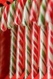 Bastão de doces Doçura do Natal closeup Caramelo festivo contínuo Fotos de Stock Royalty Free