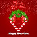 Bastão de doces do Natal com azevinho e curva vermelha Imagens de Stock Royalty Free