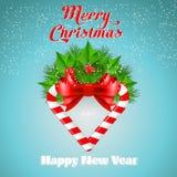 Bastão de doces do Natal com azevinho e curva vermelha Foto de Stock