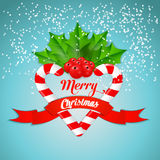 Bastão de doces do Natal com azevinho e a fita vermelha Foto de Stock Royalty Free