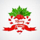 Bastão de doces do Natal com azevinho e a fita vermelha Fotografia de Stock
