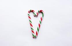 Bastão vermelho e verde do Natal de doces com o coração dado forma Imagem de Stock Royalty Free