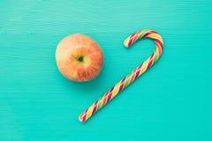 Bastón de Apple y de caramelo Imagen de archivo