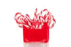 Bastón de caramelo en un rectángulo rojo imágenes de archivo libres de regalías
