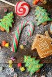 Bastón de caramelo y galletas festivas Foto de archivo