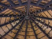 Bastões em um bungalow de madeira foto de stock royalty free