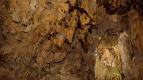 Bastões que penduram do teto da caverna filme