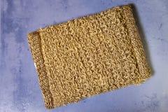 Bast från naturlig fiber på en tegelplatta, lekmanna- lägenhet royaltyfri bild