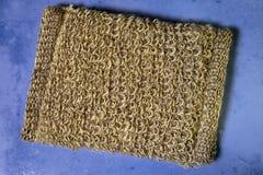 Bast från naturlig fiber på en tegelplatta, lekmanna- lägenhet Royaltyfri Foto