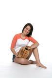 Bastante adolescente con el guante del beísbol con pelota blanda Fotos de archivo
