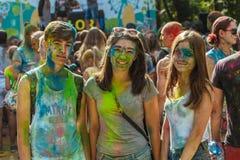 Bastante adolescente en el festival de colores Fotografía de archivo libre de regalías
