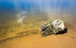 Bastante dia na praia imagens de stock