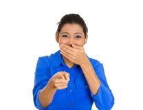 Bastante, mujer emocionada, feliz que señala en usted gesto de la cámara con el finger Foto de archivo libre de regalías