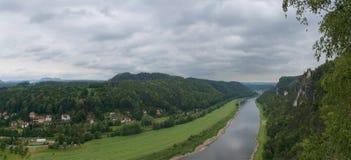 从Bastei的全景在易北河谷 免版税库存照片