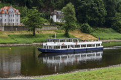 Bastei nationalparkskepp med turister Royaltyfria Foton