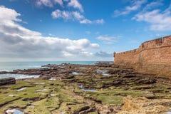 Bastión de Cádiz durante la bajamar, España Imagen de archivo