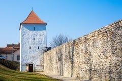 Bastión de los tejedores en la ciudad de Brasov, Rumania Fotos de archivo