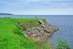 Bastion av det Golovkina tornet på kusten av Ladoga sjön i fästningen Oreshek nära Shlisselburg, Ryssland Royaltyfri Bild