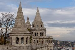 Bastion för fiskare` s på den Buda Castle kullen i Budapest, Ungern arkivbilder