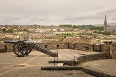 Bastion und St. Eugene ` s Kathedrale Derry Londonderry Nordirland Vereinigtes Königreich lizenzfreie stockfotografie
