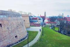 Bastione dell'artiglieria nel vecchio centro urbano a Vilnius fotografia stock libera da diritti