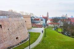 Bastione dell'artiglieria nel vecchio centro urbano a Vilnius Lituania fotografia stock libera da diritti