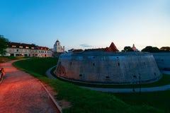 Bastione dell'artiglieria in vecchia città nella sera di Vilnius fotografia stock