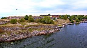 Bastioner av den finlandssvenska fästningen Suomenlinna i Helsingfors, Finland arkivfoto