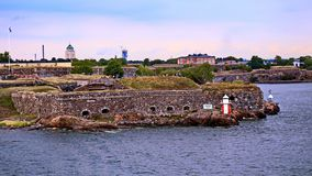 Bastioner av den finlandssvenska fästningen Suomenlinna i Helsingfors, Finland royaltyfri fotografi