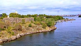 Bastioner av den finlandssvenska fästningen Suomenlinna i Helsingfors, Finland arkivbild