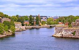 Bastioner av den finlandssvenska fästningen Suomenlinna i Helsingfors, Finland royaltyfri bild