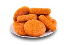 Bastoncini di pesci ed hamburger del fishcake su una zolla Fotografia Stock
