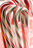 Bastoncini di zucchero che appendono intorno al vetro. Immagine Stock Libera da Diritti