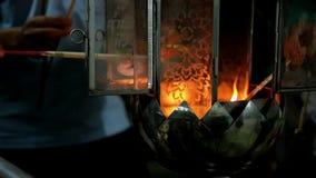 Bastoncino d'incenso bruciante e candela stock footage