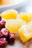 Bastoncino di zucchero candito con la frutta della giuggiola Fotografie Stock