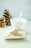 Bastone del biscotto ricoperto d'arcobaleno Immagine Stock