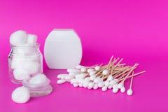 Bastone del germoglio del cotone o tampone di cotone di legno Immagini Stock