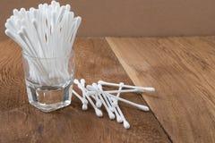 Bastone del germoglio del cotone o tampone di cotone di legno Fotografie Stock
