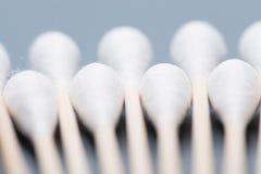 Bastone del germoglio del cotone o tampone di cotone di legno Immagine Stock Libera da Diritti