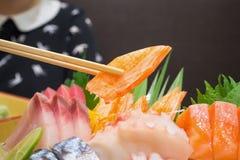 Bastone del granchio in bastoncini con l'insieme giapponese del sashimi Fotografia Stock