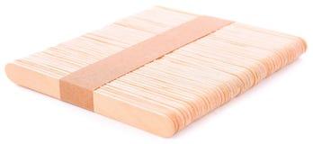 Bastone di legno del gelato isolato su fondo bianco fotografie stock
