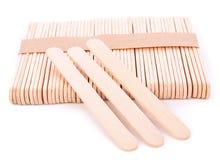 Bastone di legno del gelato isolato su fondo bianco immagine stock