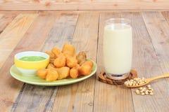 Bastone e latte di soia fritti in grasso bollente della pasta Immagine Stock Libera da Diritti