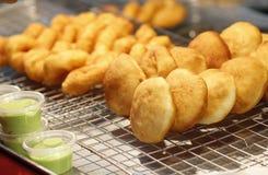 Bastone fritto nel grasso bollente della farina, Pathongo Immagine Stock