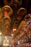 Bastone a spirale di incenso all'uomo Mo Temple Fotografie Stock Libere da Diritti
