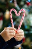 Bastones de caramelo en la forma del corazón Imágenes de archivo libres de regalías