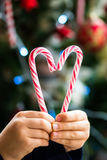 Bastones de caramelo en la forma del corazón Fotografía de archivo libre de regalías
